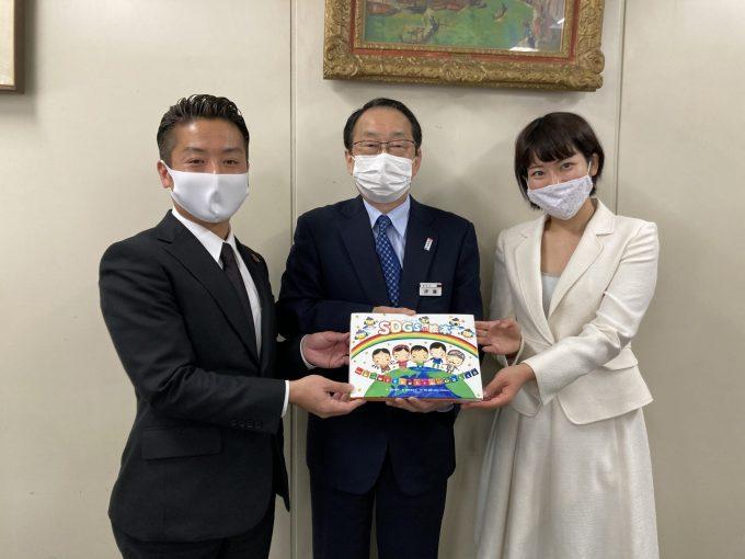 高知県内の公立小学校190校に絵本を贈呈しました!
