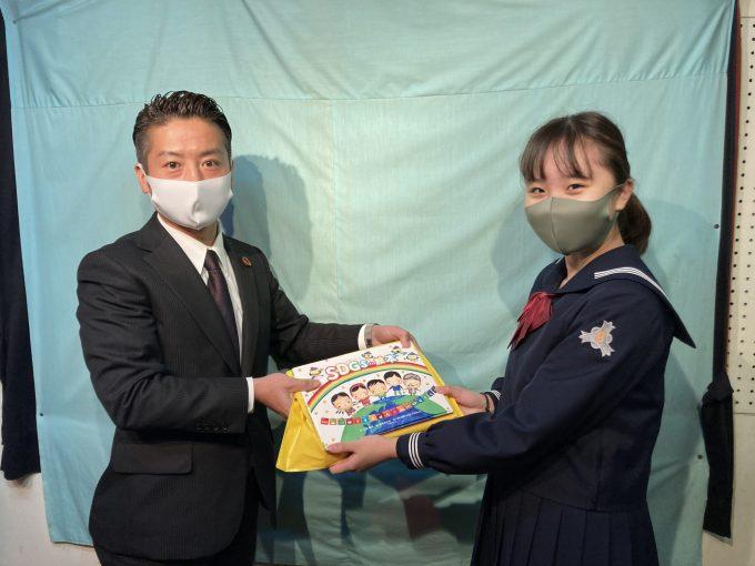 高知小学校さんへ「SDGsの絵本」を贈呈させていただきました!